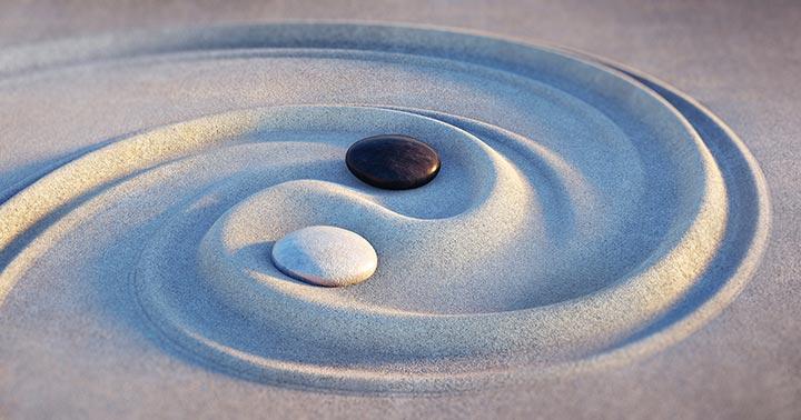 yin-yang-sand